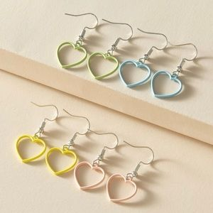 3/$30 🤍 4pc Colorful Earrings